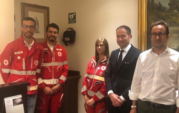 Villa Cattani Stuart dona un defibrillatore